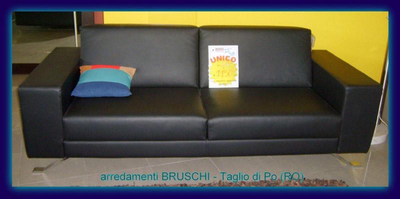 Outlet divano pelle nera arredamenti bruschi for Bruschi arredamenti